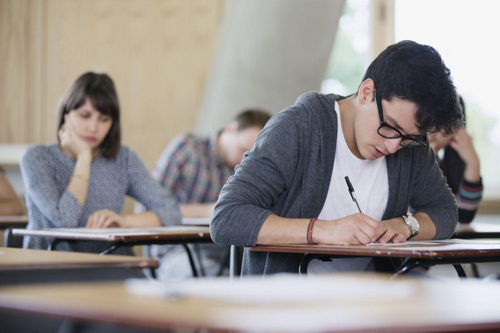 Phần lớn các học sinh tham gia kỳ thi SAT thường là học sinh lớp 11 hoặc 12